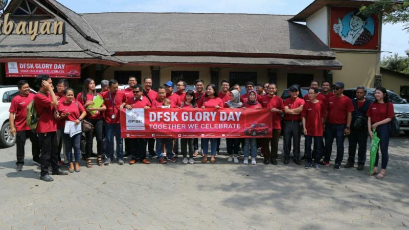 DFSK Glory Day dengan mengajak konsumen kunjungi dealer DFSK di Jatiwaringin Jakarta Timur