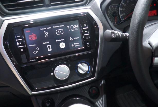 Dilengkapi monitor 2DIN 6.75-Inch dan akses koneksi cepat untuk smartphone, stay connected and stay entertained. (reza)
