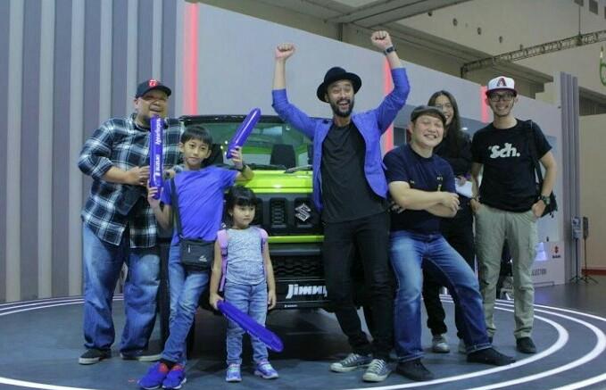 Personil band Pure Saturday ternyata penggemar berat mobil Suzuki.