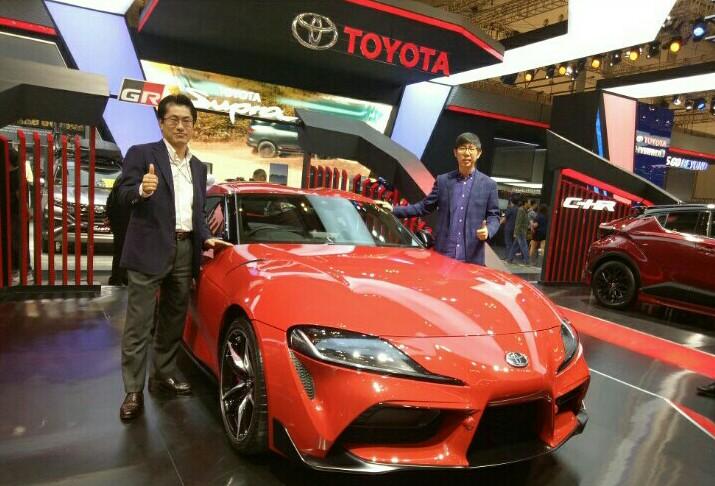 Anton Jimmi Suwandy, Kazunori Minamide dan Toyota GR Supra di booth Toyota GIIAS 2019