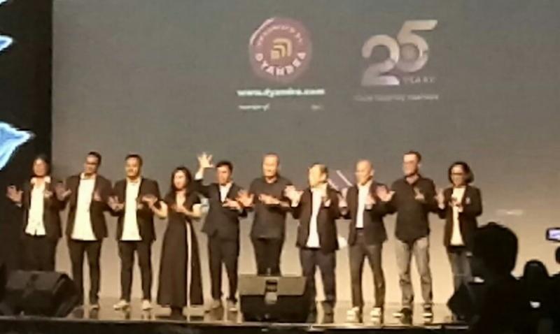 Board of Director PT Dyandra Promosindo dengan peragakan angka 25 tahun di The Tribrata Jaksel malam ini.  (foto : bs)
