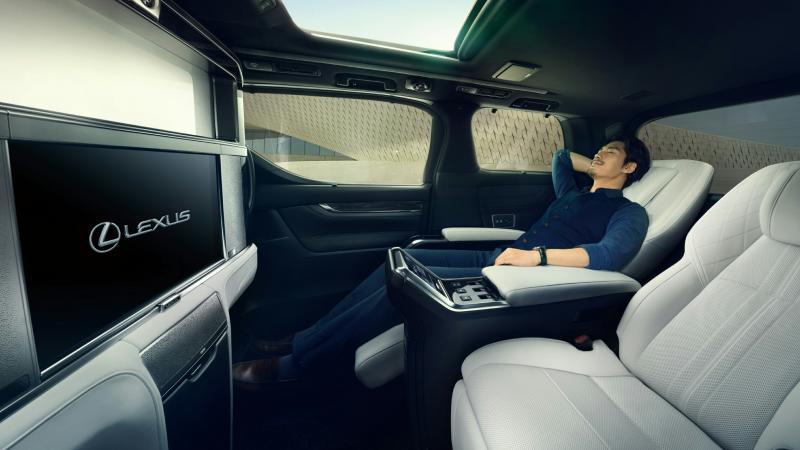 Interior mewah Lexus LM, first class layaknya di pesawat terbang
