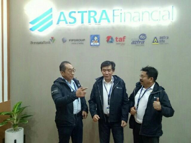 Dari kiri : Antony Sastro Jopoetro, Margono Tanuwijaya & Yulian Warman dari FIFGROUP.  (foto : bs)