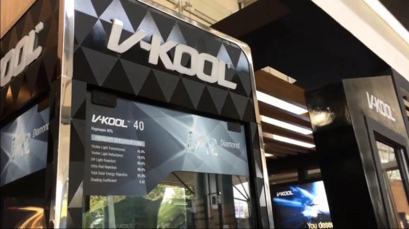 Selain memajang aneka display produk unggulannya, V-Kool juga menampilkan alat peraga untuk pengunjung supaya dapat merasakan langsung performa dari kaca film yang dijajakan.(anto)