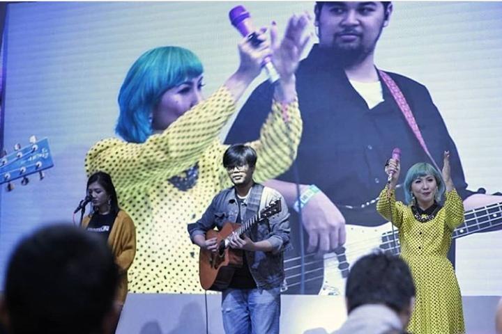 Penampilan Ten2Five yang segar membuat para penontonnya ikut bersemangat dalam setiap lagu yang dibawakan. (dok. Ten2Fiveband)