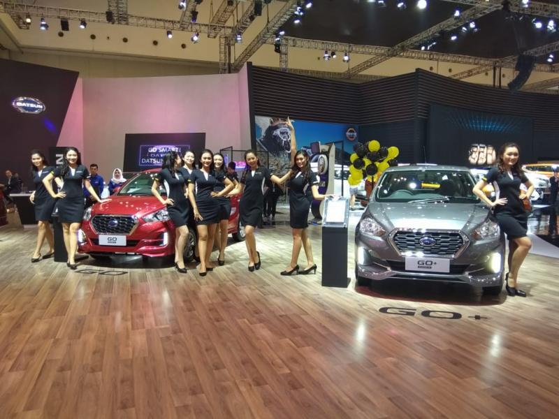 Para Datsun Ladies ini memberikan segala informasi dan layanan yang ada di booth Datsun selama GIIAS 2019. (anto)