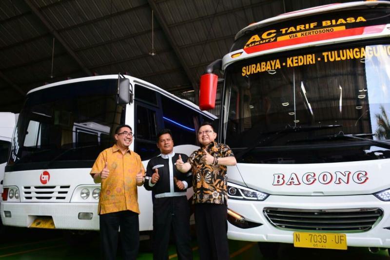 Direktur PT KTB Duljatmono (kanan)  saat peresmian 2S Fleet Workshop  di Malang Jawa Timur