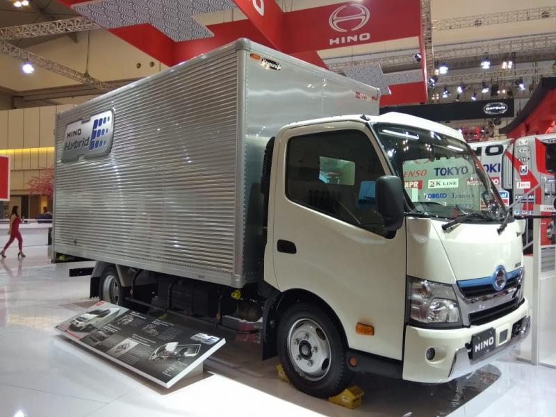 Hino Dutro Hybrid merupakan wujud konkret Hino untuk terus meningkatkan efisiensi kendaraan untuk terus menjadi lebih baik. (anto)