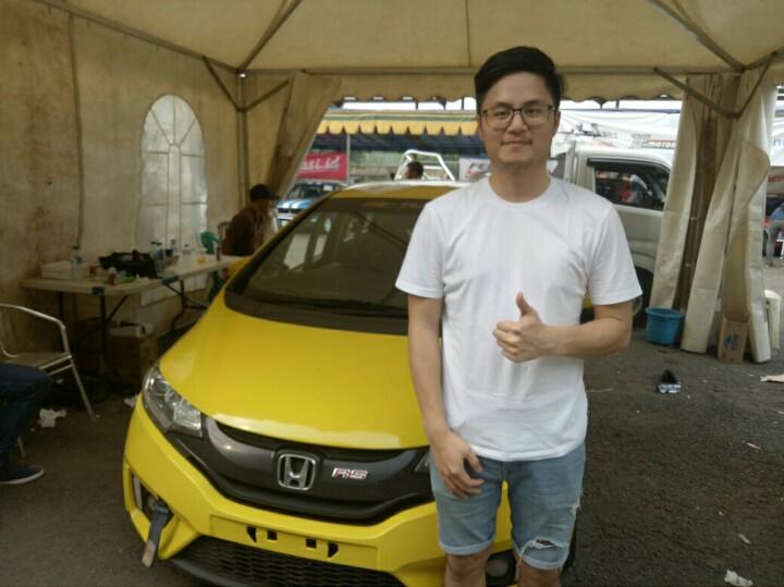 Adrian J Paruntu, meraih 2 trofi terhormat di kelas Honda Jazz Speed Challenge, Sentul. (foto : bs)