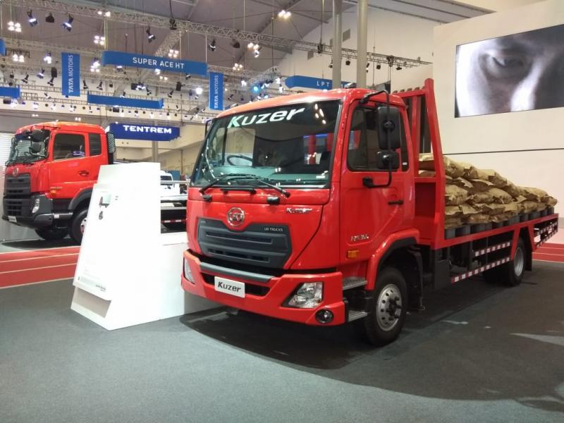 Truk UD Trucks Kuzer RKE 150 Flat bed atau losbak mempunyai volume dan dimensi terbesar di kelasnya. (anto),
