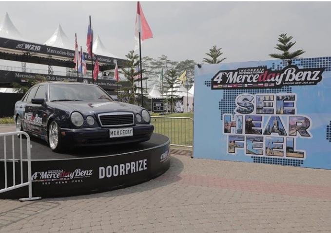 Edukasi yang diberikan meliputi program cek kaca film yang dilakukan kepada lebih dari 100 mobil peserta.(foto: dok. MercedayBenz)