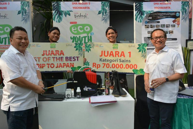 Para pemenang Toyota Ecu Youth 2019 ke-11 di Kemang Village Jakarta Selatan