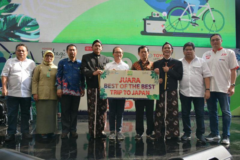 Pemenang Toyota Eco Youth 2019 yang akan dikirim ke Jepang bersama para undangan VIP di Kemang Village Jaksel