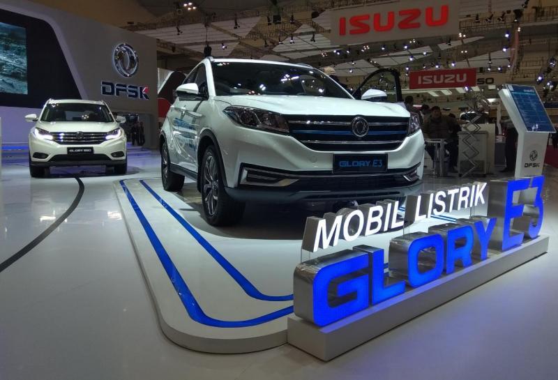 Generasi terbaru mobil listrik DFSK Glory E3 dipamerkan di ajang GIIAS 2019. (anto)