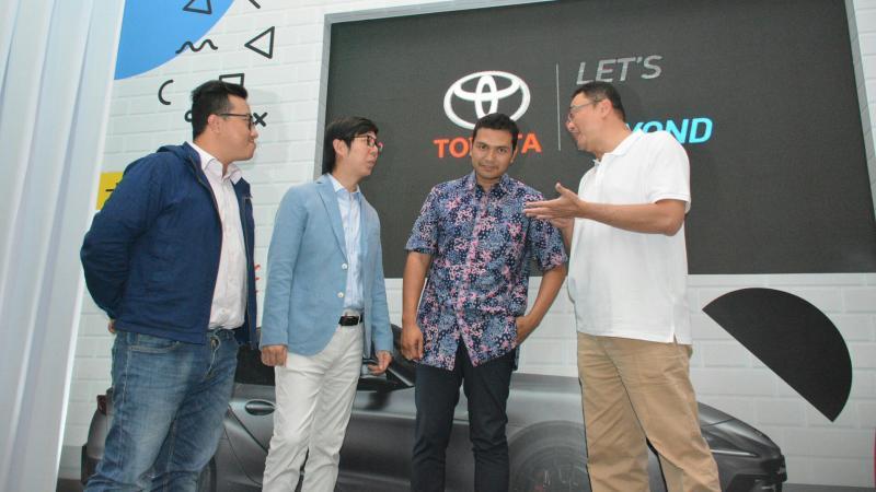 Suasana preskon tentang kompetisi pemrograman digital Toyota di Jakarta, Kamis malam
