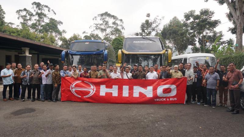 Hino Customer Bandung dalam Roadtest RN Bus, FC Bus, Microbus 110 SDBL. (dok. Hino)