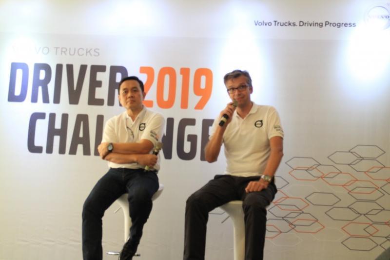 Jurn Terpstra (kanan), mengemudikan kendaraan berat memerlukan keterampilan, tetapi mengendarainya dengan efisien merupakan seni. (dok. Volvo)
