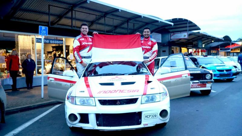 Rifat Sungkar dan M Redwan, rayakan HUT RI ke-74 bentangkan bendera merah putih di reli Selandia Baru