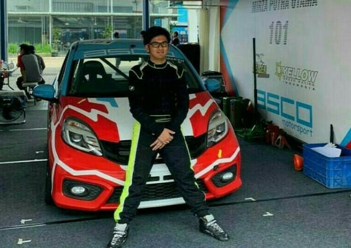 Mirza Putra Utama tengah menunggu unit baru Toyota Yaris untuk balap di kelas ITCR Max