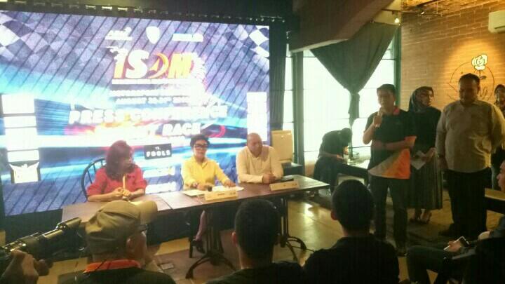Paul Montolalu, menyampaikan kesiapan Indonesia Drift Prix 2019 di preskon kemarin.  (foto : bs)