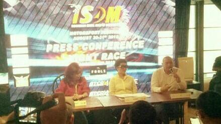 Anondo Eko (kiri), IMI akan dukung semua ISSOM Night Race karena event yang berkelas. (foto : bs)