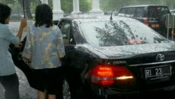 Toyota Crown Royal Saloon G era SBY yang masih dipakai para menteri kabinet Jokowi - Kalla. (foto : ist)