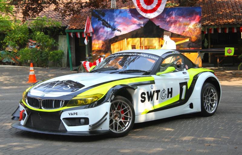 BMW Z4 dari Tim JVS Swtch Kiara ini telah melakukan sesi pemotretan oleh Tim Mobilinanews di Warung Solo, Jakarta Selatan. (foto: Banar)