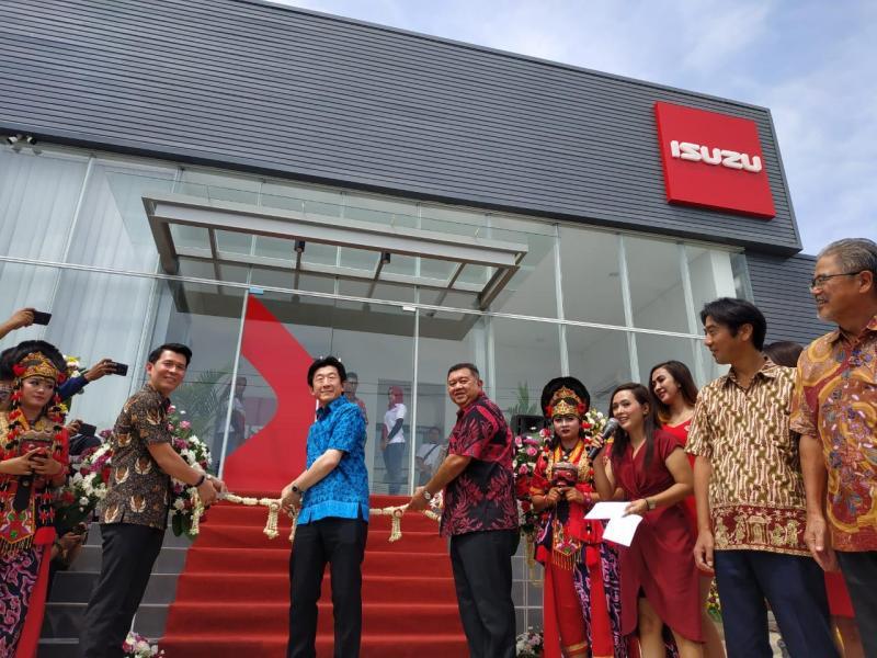 Bahana Isuzu Cirebon resmi beroperasi dengan layanan 3S (Sales, Service dan Spare Part).
