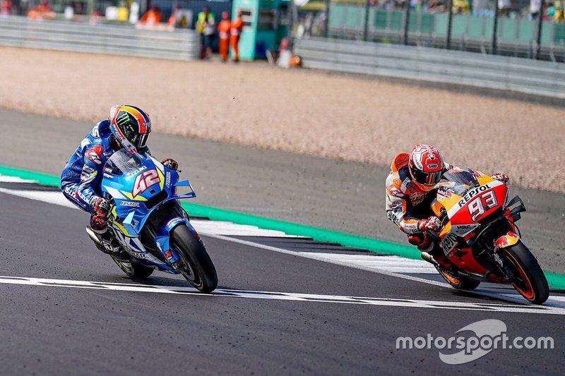 Detik kekaalhan Marc Marquez atas Alex Rins di garis finish GP Inggris. (Foto: motorsport)