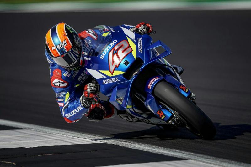Aksi ciamik pembalap tim Suzuki, Alex Rins di MotoGP Silverstone 2019