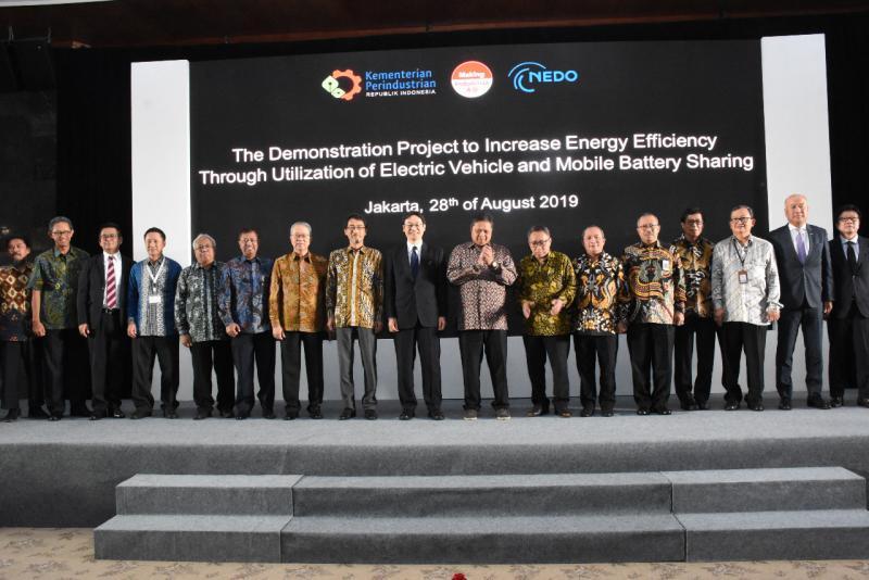 Kementerian Perindustrian bersama New Energy and Industrial Technology Development Organization (NEDO) melakukan sinergi untuk proyek percontohan motor listrik di Bandung dan Bali