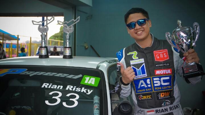 Rian risky dari tim B16 AP Speed menyabet juara STCR 2 ISSOM Night Race 2019