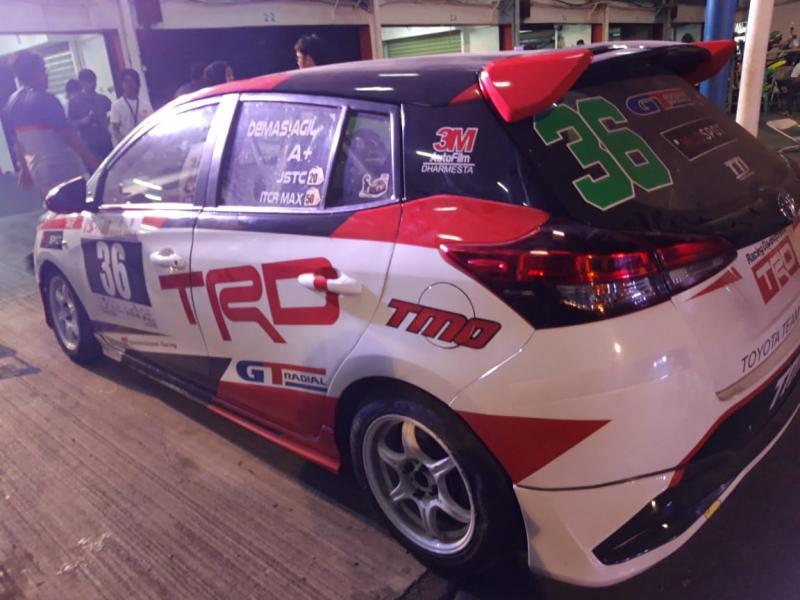 Demas Agil gagal finish di ISSOM Night Race karena masalah di rem mobil
