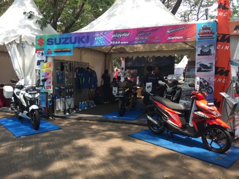 Ada empat unit motor Suzuki model terbaru yang ada di booth-nya. (anto).