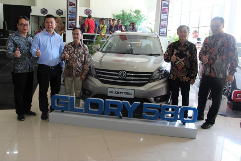 DFSK Glory 580 dan DFSK Glory 560 yang hadir dengan model SUV, diyakini sangat tepat untuk digunakan menunjang aktivitas sehari-hari konsumen di Solo. (ist)