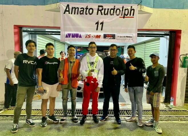 Amato Rudolph disupport teman-teman sekolahnya SMA Labschool Rawamangun