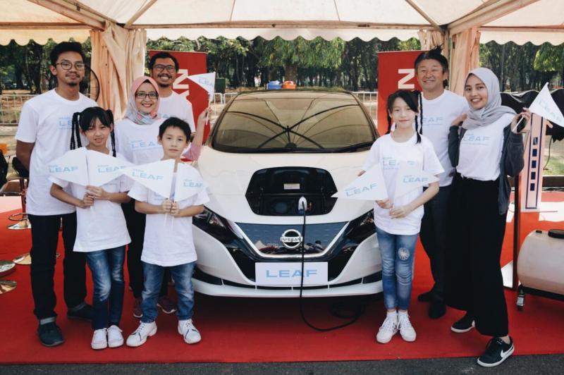 Nissan berkesempatan menjelaskan tentang manfaat dan kelebihan mobil bertenaga listrik kepada masyaraka. (ist)