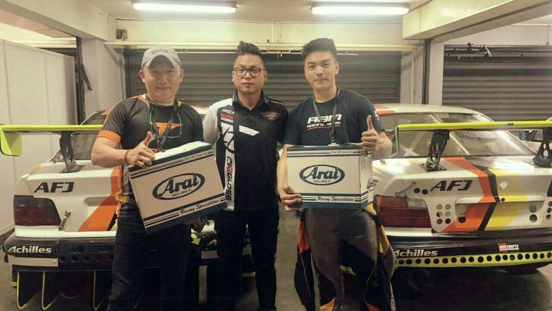 Gerhard Lukita, Eric Saputra dan Jimmy Lukita, helm Arai GP-6PED saat cetak triple pole di ISSOM Night Race