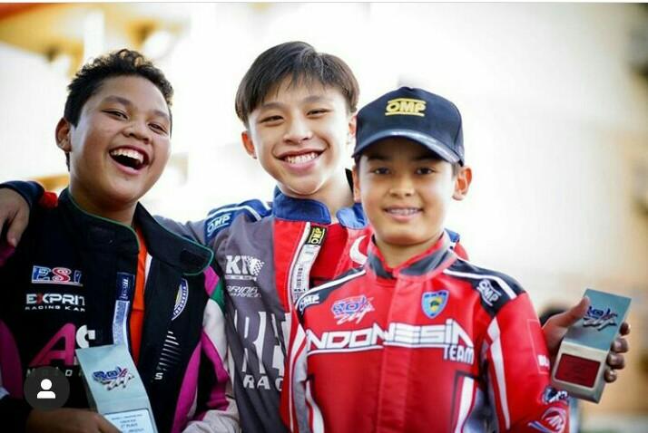 Dari kanan Adrian Hassan, Yong Jie dan Gael Julien. Kuasai 3 besar final kelas Junior di sirkuit gokart Sentul.