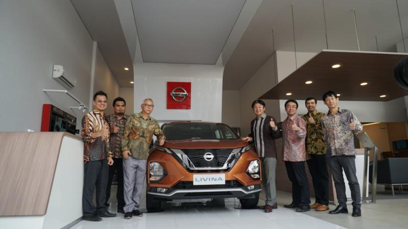 Nissan Retail Concept berfokus pada lima elemen utama: tablet Nissan merah yang ikonik di pintu masuk showroom menciptakan identitas merek yang kuat. (ist)