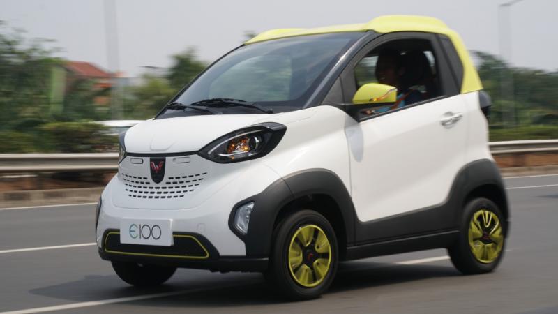 Kendaraan listrik Wuling ini berhasil dipacu hingga mencapai kecepatan 79 Km/Jam di tol JORR menuju Serpong. (anto)