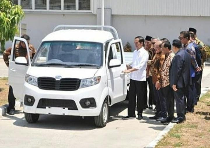 Kehadiran Esemka sebagai merek mobil baru di dunia otomotif Indonesia tentunya menyita perhatian dari berbagai kalangan. (anto).