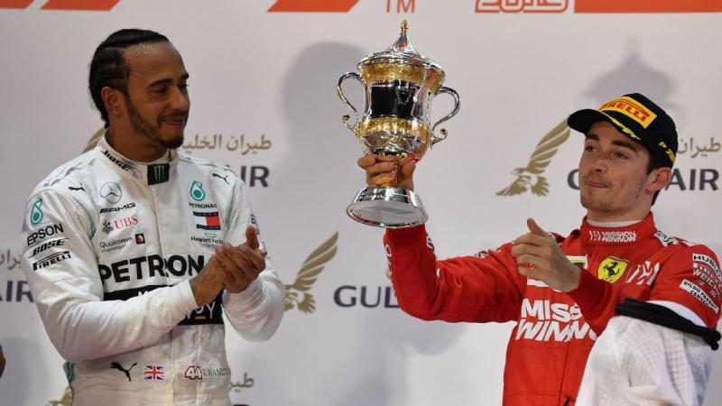 Lewis Hamilton (Mercedes) dan Charles Leclrec (Ferrari), duel perdana yang dinanti selepas start. (Foto:espn)