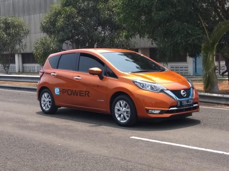Dengan segenap fitur ini, Nissan Note e-POWER dinilai cocok untuk kemacetan khas Ibukota. Kapan ya bisa dijual di Indonesia? (anto)