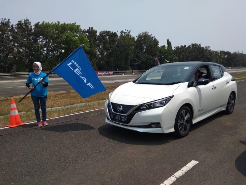 Segenap fitur-fitur unggulan yang dihadirkan Nissan LEAF membawa teknologi berkendara di masa depan dapat dirasakan di masa kini. (anto)