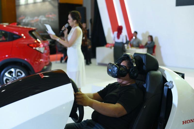 Honda Sensing melalui perangkat virtual reality juga dihadirkan di GIIAS Makassar 2019