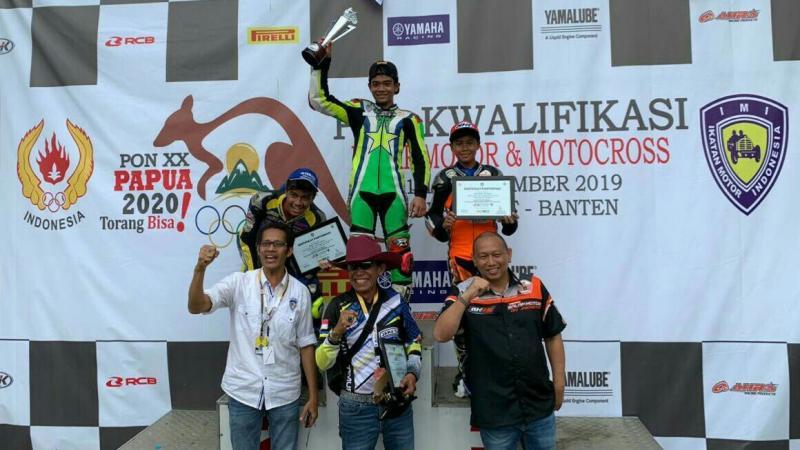 Para juara perorangan under 21 tahun didampingi para Ketua IMI Provinsi masing-masing