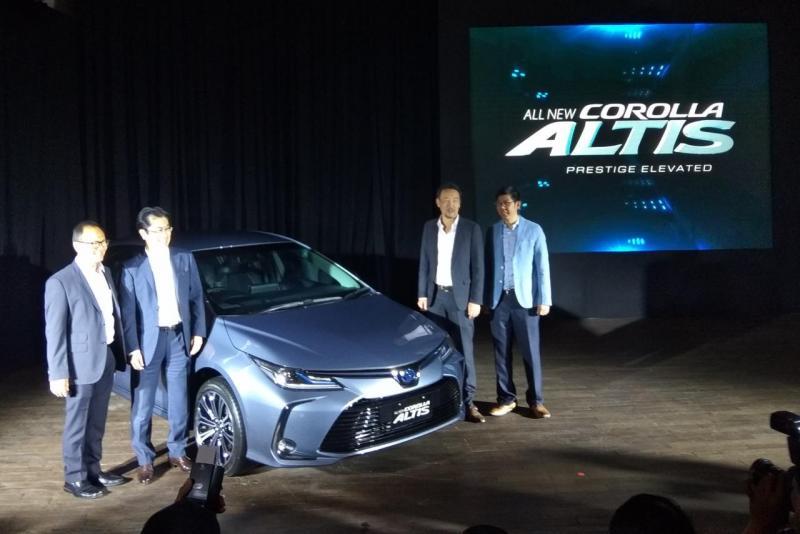 Corolla generasi ke-12 ini punya wujud yang sama sekali baru dan lebih prestisius dengan mengadopsi platform Toyota New Global Architechture (TNGA). (anto)