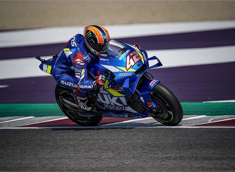 Alex Rins (Suzuki) siapkan serangan di GP San Marino. berbekal sukses di GP Inggris. (Foto: Suzuki)