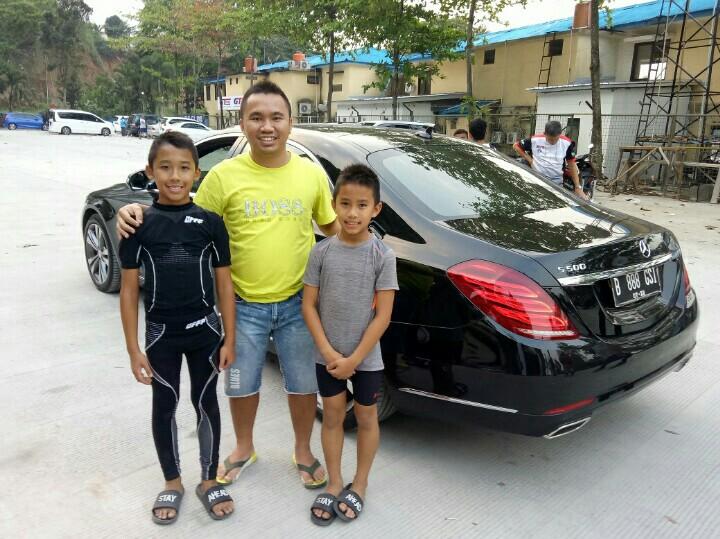 Andy Wibowo bersama Aditya dan Calvin Wibowo, berharap tren positif berlanjut akhir pekan ini di IAME X30 Asia Series, Malaysia